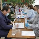 Ростислав Гольдштейн одним из первых принял участие в голосовании