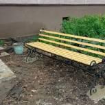 Единороссы помогают благоустроить дворы на улице Сумской