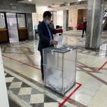 Врач Кизлярского межрайонного противотуберкулезного диспансера Махач Магомедов проголосовал на выборах