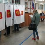 Главы регионов и депутаты принимают участие в выборах в первый день голосования