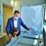 Владимир Новиков выполнил свой гражданский долг в самом голосующем городе Приморья