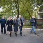 Тарас Ефимов проверил установку малых игровых форм в детском саду №14 микрорайона Железнодорожный Балашихи