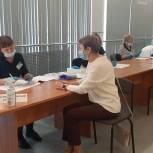 Депутат Законодательного Собрания Свердловской области Елена Чечунова проголосовала на избирательном участке в ДК ПНТЗ в Первоуральске