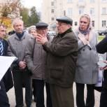Дмитрий Морев обсудил с ветеранами обновление площади Мира