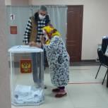 В Бутурлиновском районе голосуют старейшие жители