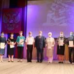 Александр Вериковский наградил Почетными грамотами облдумы жителей Бутурлиновского района