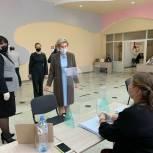 Депутат Госдумы Ольга Павлова посетила избирательные участки в Алексеевском районе РТ