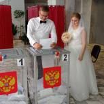 Самарские новобрачные из ЗАГСа поехали на избирательный участок