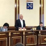 Сергей Перминов поздравил Олега Петрова с избранием главой фракции «Единой России» и пожелал успеха депутатам
