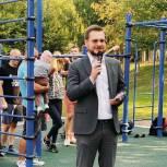Единороссы приняли участие в возведении спортплощадки в школе №57