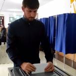 Советник Президента РФ Абубакар Эдельегриев проголосовал на избирательном участке в селении Ахмат-Юрт
