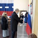 Депутат ГосДумы Виталий Бахметьев проголосовал в школе № 67 Магнитогорска