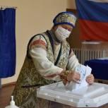 Избирательницы в необычных нарядах появились в Доме культуры в Подвязье