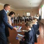 Депутат Собрания депутатов Копейского городского округа Петр Шредер посетил торжественную линейку в  школе № 14