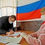 Евгений Сидоров вместе с семьей проголосовал на выборах депутатов в Госдуму