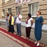 Евгений Ковалев поздравил школьников и учителей Гимназии №4 с Днем знаний