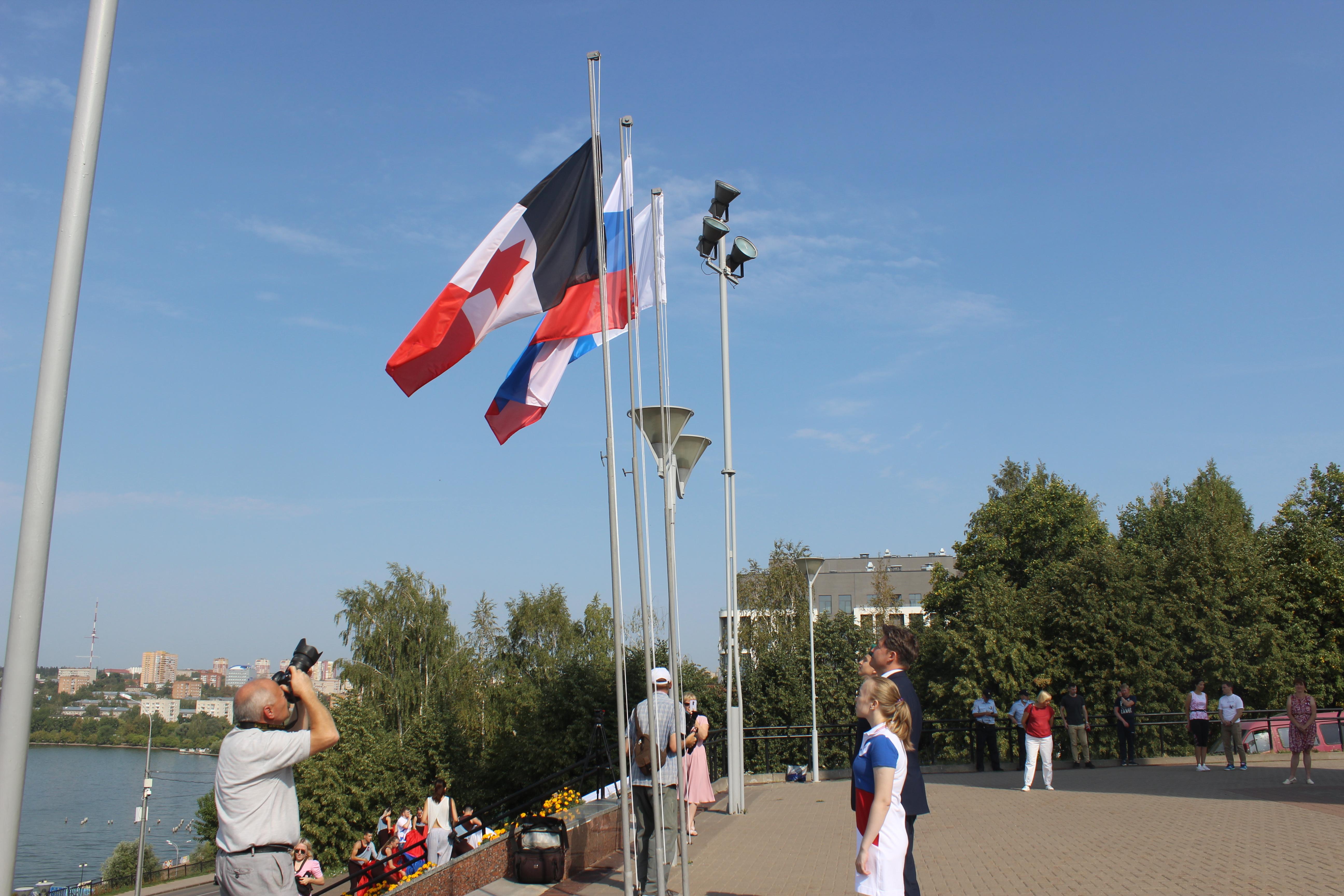 Удмуртия отметила День государственного флага России