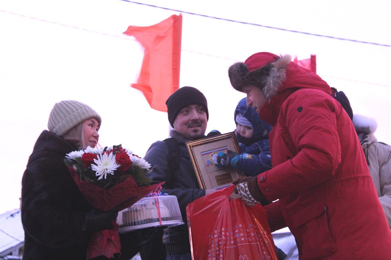 Губернатор поздравил молодую семью Финашиных