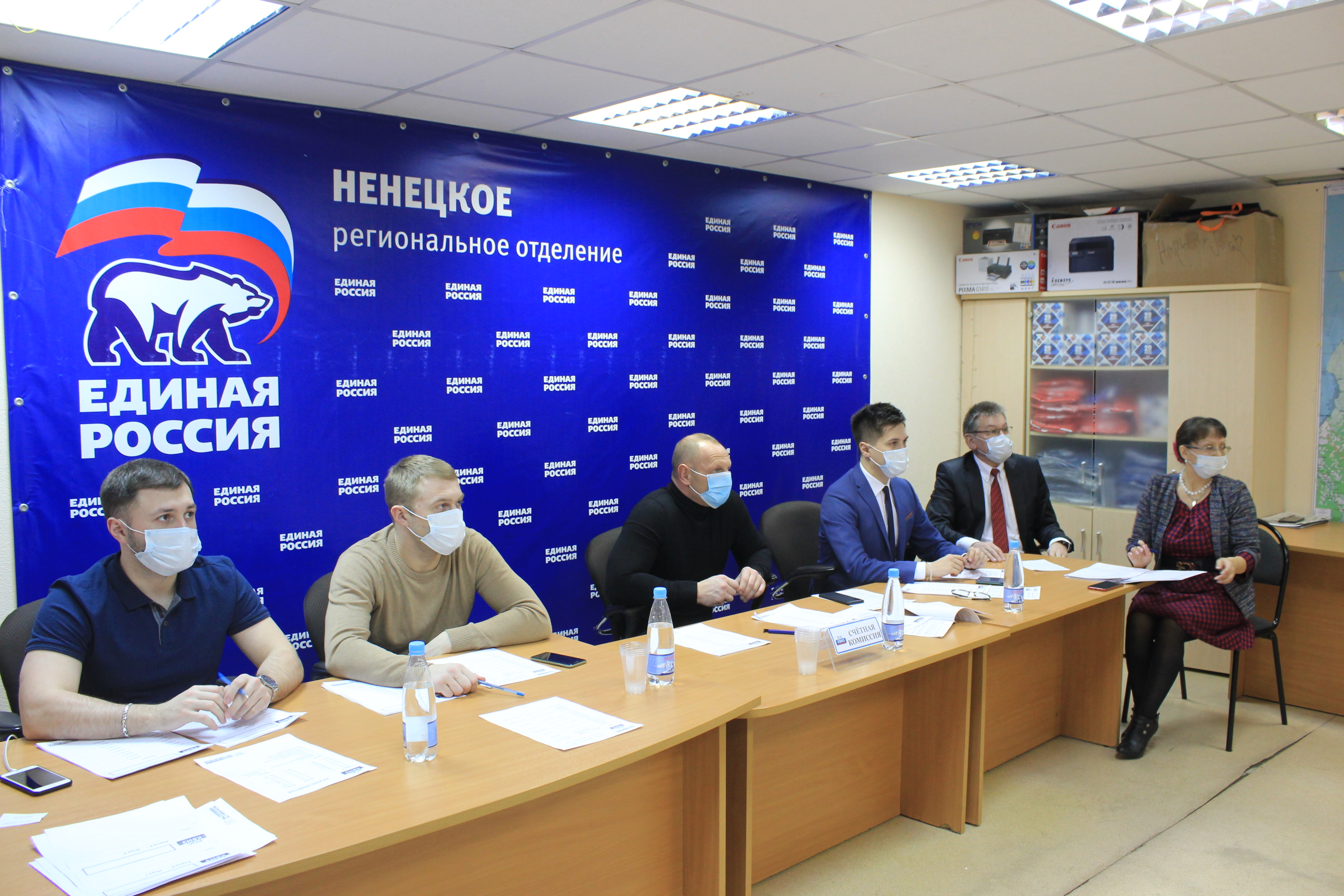 РосКвиз посвящен 23 февраля. На фото: организаторы и жюри