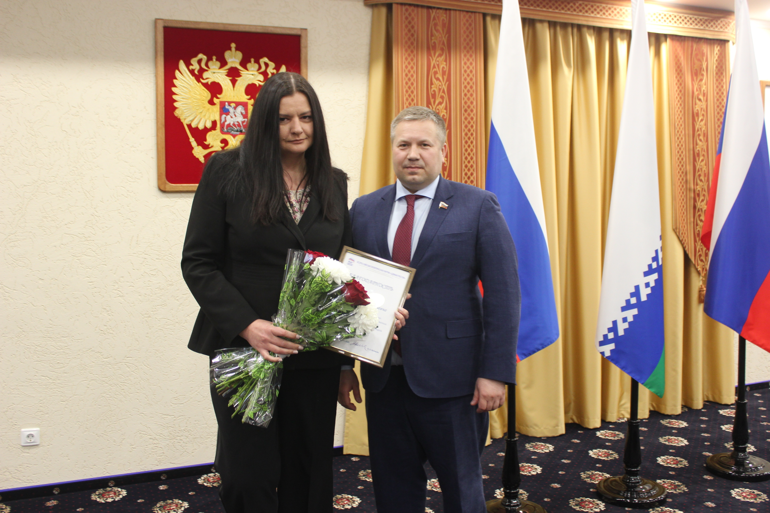 Благодарность Председателя партии Дмитрия Медведева и букет цветов вручены Татьяне Ждановой