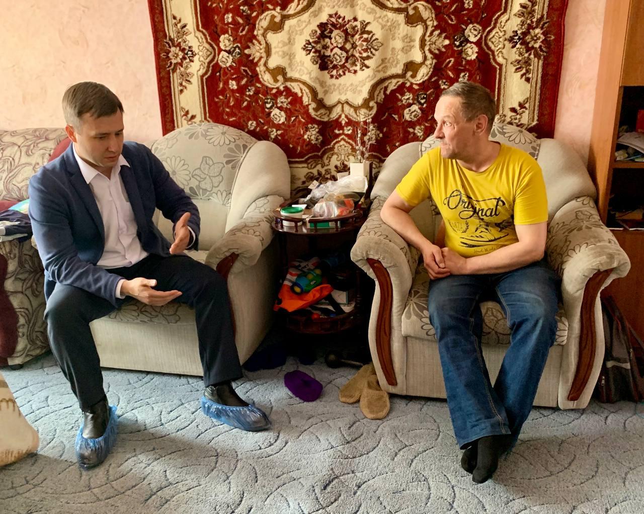 Единороссы Норильска поздравили соцработников с профессиональным праздником