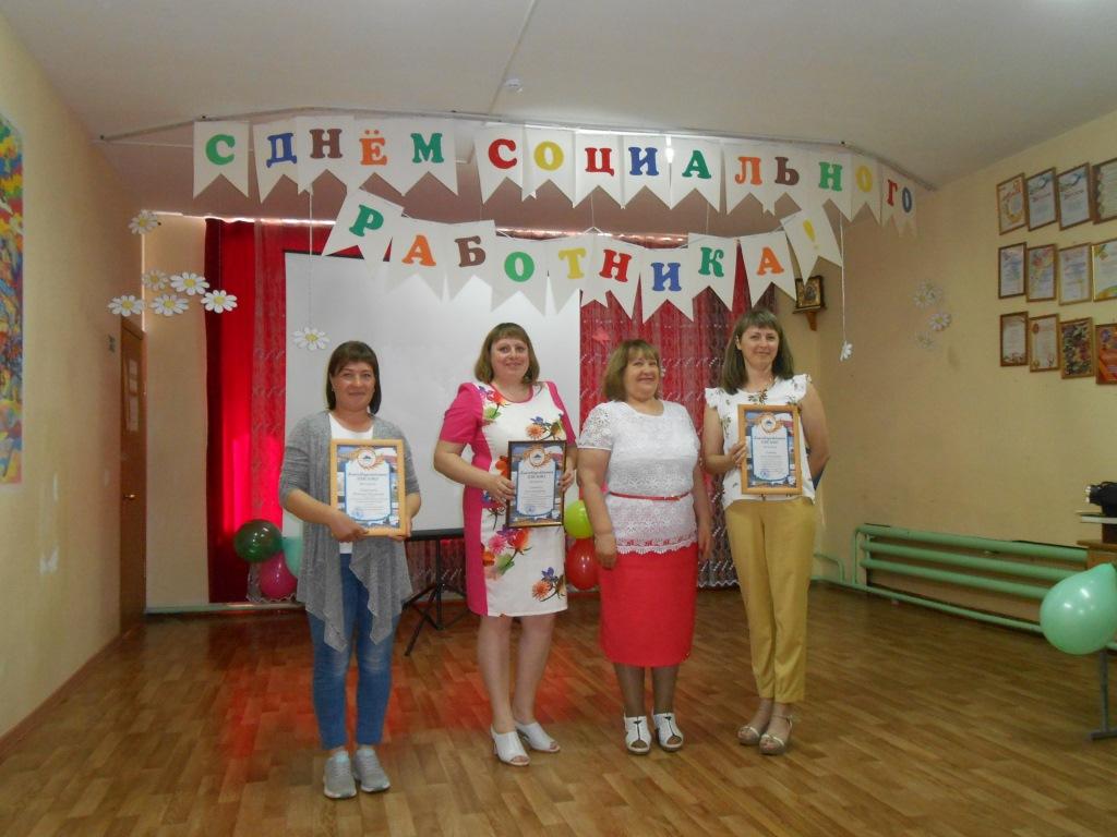 Поздравление работников социальной сферы в Новоселовском районе