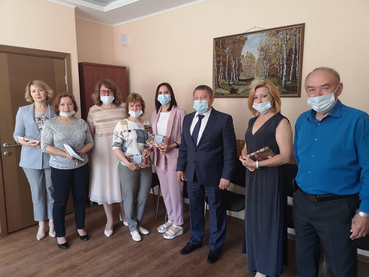 В Кировском районе Красноярска  местное отделение поздравило работников социальной сферы с профессиональным праздником