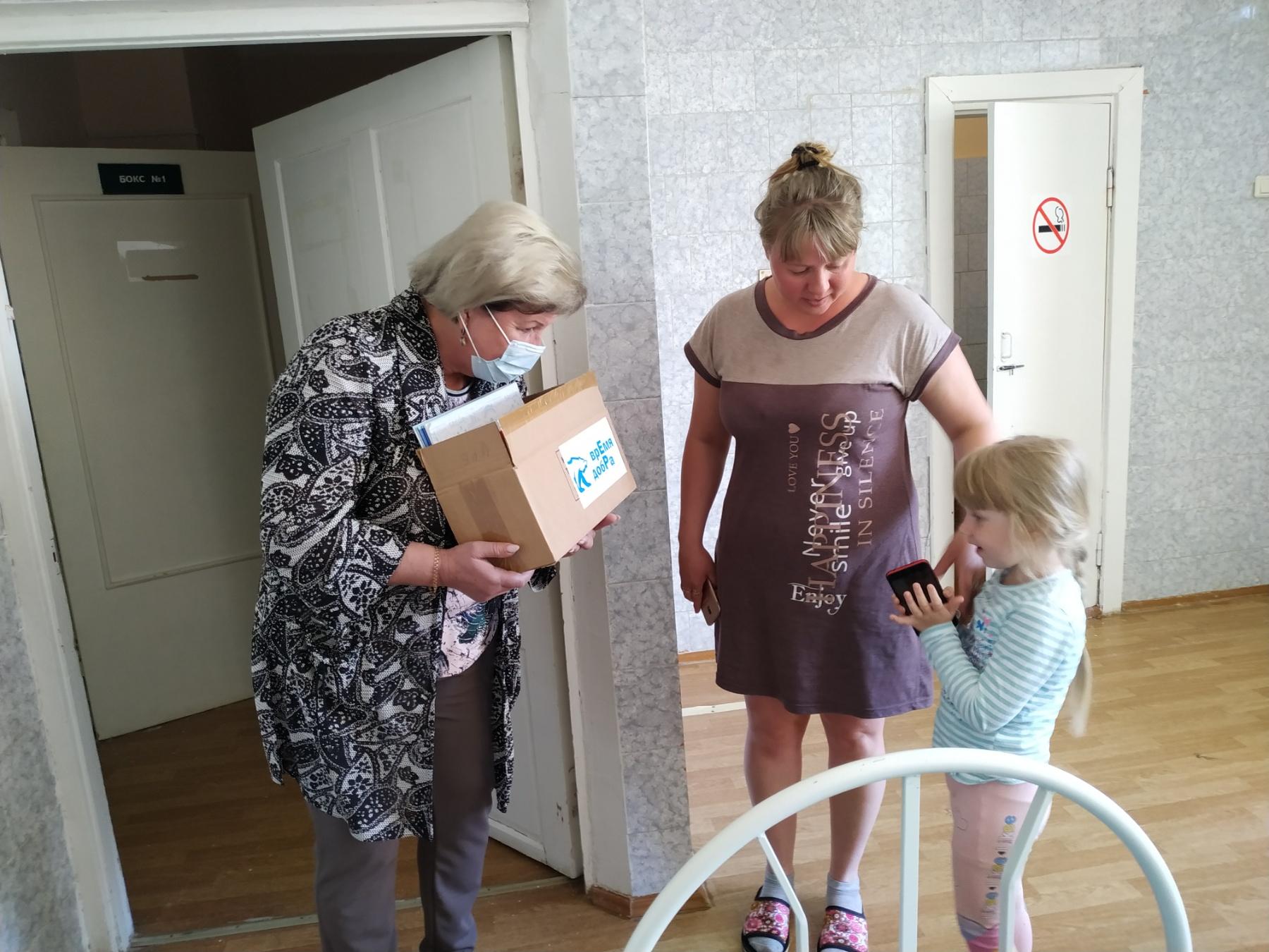 Секретарь и исп.секретарь Первомайского местного отделения вручили подарки детскому отделению Пречистенской ЦРБ