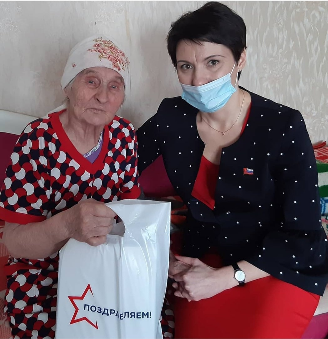 Красноярский край, город Ачинск. Поздравление женщин-ветеранов с 8 марта.
