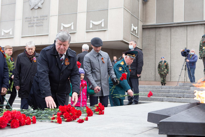 Сенатор от Красноярского края Валерий Семенов на Мемориале Победы 9 мая