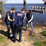Активисты МГЕР провели уборку прибрежной территории