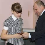 Игорь Чернышев вручил паспорта школьникам и встретился мостостроителями