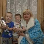 Усинские партийцы подарили детям новогодний праздник