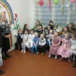 Сысольские партийцы поздравили местных ребятишек с наступающим Новым годом