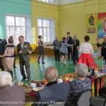 Коллектив рязанской школы №1 чествовал участников Великой Отечественной войны
