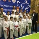 Ярцевские партийцы помогли каратистам выступить на турнире