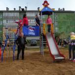 В Емве установили два детских игровых комплекса