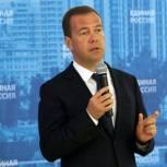 Медведев: Программа строительства новых школ начнется в следующем году