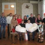 Партийцы поздравили семью из Базарного Карабулака с рождением двойняшек