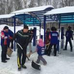 Единороссы Сыктывкара очистили от снега 5 городских территорий