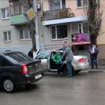 У саратовской Гимназии №3 прошла акция молодогвардейцев