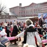 С хороводами, казачьими забавами и блинами проводили зиму жители Октябрьского района