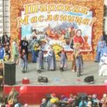 В Вольске проводили зиму праздничной программой и катанием на лошадях
