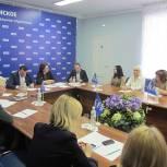 Единороссы обсудили проблему парковок
