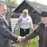 Прохоровские партийцы поздравили ветеранов Великой Отечественной войны