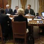 Премьер-министр РФ требует упростить документооборот для медиков