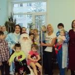 Корткеросские единороссы поздравили детей с наступающим Новым годом
