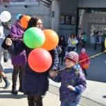 «Дети солнца» запустили в небо 200 разноцветных шаров