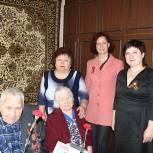 Елена Сидорова поздравила супругов-ветеранов