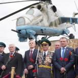 В Тюмени установили вертолет МИ-24 как символ боевой славы